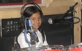 Sharon, pequeña baterista de 8 años