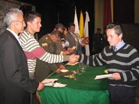Jóvenes vulnerables y pandilleros recibieron grado del Sena
