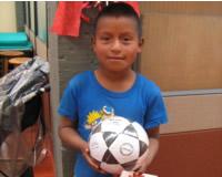 Ropa nueva y juguetes para comunidades étnicas
