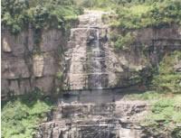 En gigantescas rocas y malos olores se convirtió el Salto del Tequendama