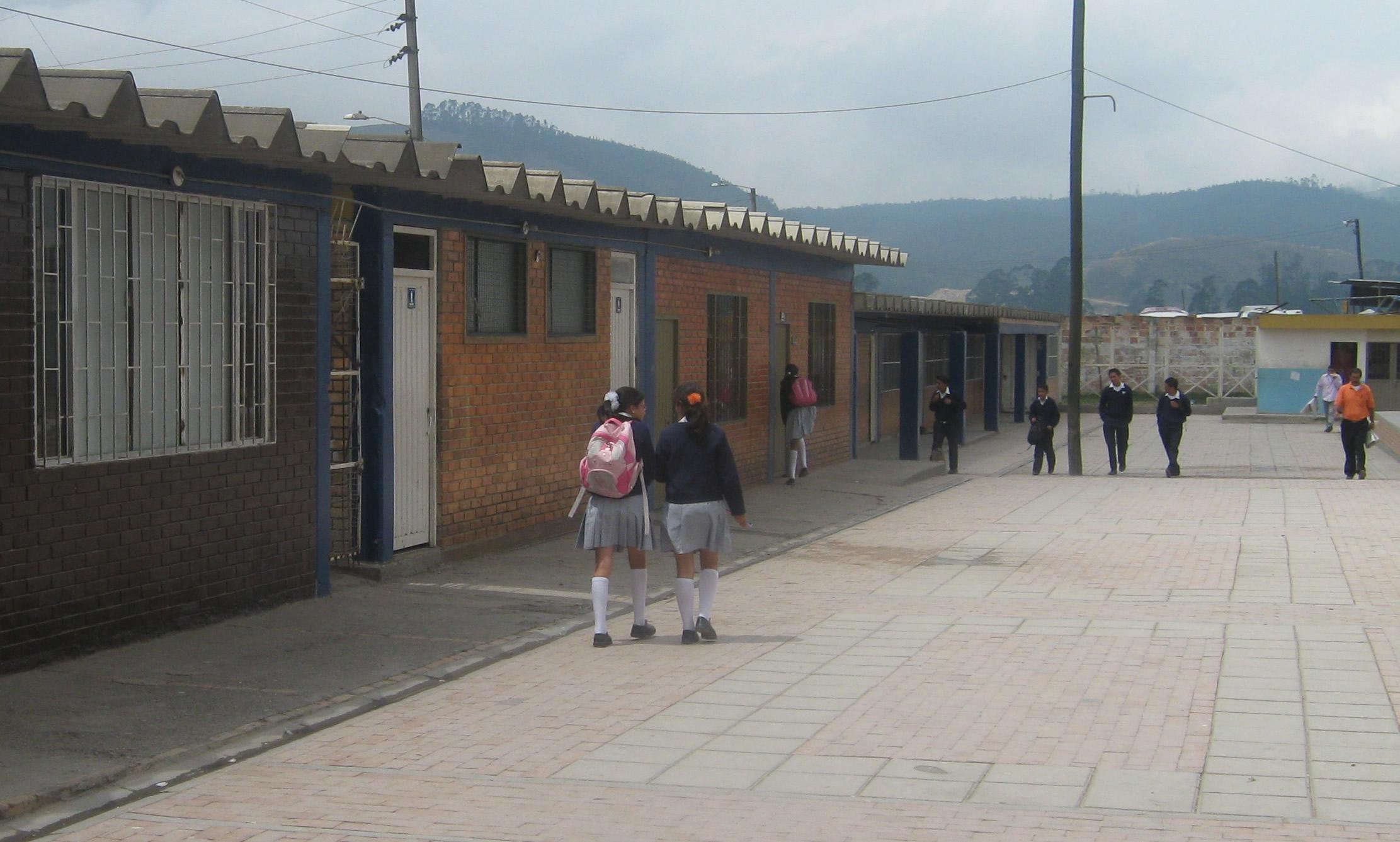 En Ciudad Latina aún no hay docentes para grado tercero