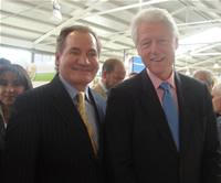 Bill Clinton visitó a Soacha para apoyar a los pequeños empresarios