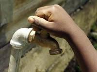 Sin agua 24 horas por trabajos en la doble calzada