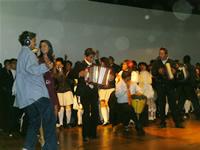Rumba e historia en la conmemoración del Bicentenario por parte de  la IE Santa Ana