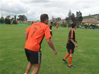Con la presencia de importantes estrellas del deporte, la comunidad de Tibanica estrenó su cancha de fútbol