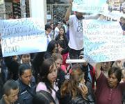 Comerciantes informales de la Calle 13 protestan contra plan de reubicación