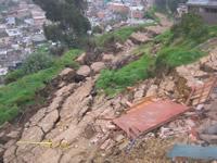 Clara advertencia de la Administración municipal sobre inminente  deslizamiento  en  Loma Linda y la Capilla