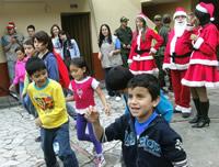 La navidad se les adelantó a los niños de la comuna cuatro