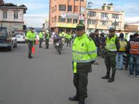 Una tonelada de pólvora y 1.800 botellas de licor adulterado decomisa la policía en Soacha