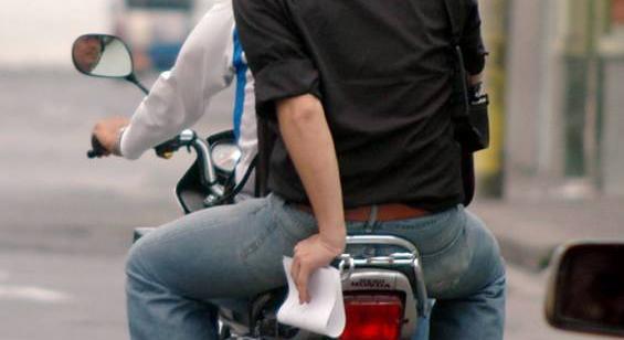 Motociclistas  de Soacha rechazan restricción de parrillero hombre en diciembre