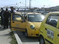 Taxistas y autoridades logran acuerdo para levantar protesta