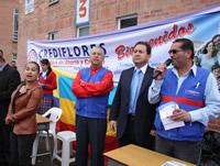 Crediflores entregó $33 millones en sudaderas para escuelas de Madrid
