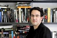 Escritor colombiano recibe importante galardón