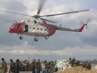 Con helicóptero se trabaja en el cierre del Jarillón sobre el río Balsillas