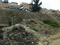 Lleno de escombros permanece el sector de San Rafael en Ciudadela Sucre