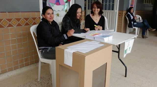 Lluvia y abstención predominan en la apertura de las consultas en Soacha