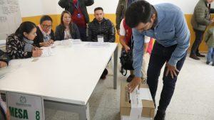 gobernador-vota-en-Funza