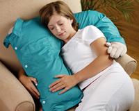 Una empresa diseña almohadones con forma de peligrosas armas