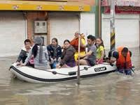 Ayudas a familias afectadas por  inundaciones en Kennedy y Bosa