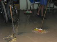 Por culpa de una obra se inundaron varios barrios de la comuna tres