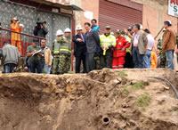 Alcalde de Soacha y gobernador del departamento  visitan zona de derrumbe en El Arroyo