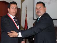 Medalla del Dios Varón para servidores de la  educación y la Salud