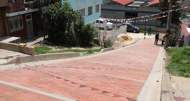 Autoridades municipales empiezan a conciliar con los habitantes de Quintas de Santa Ana y Ciudad Latina la reubicación de sus viviendas