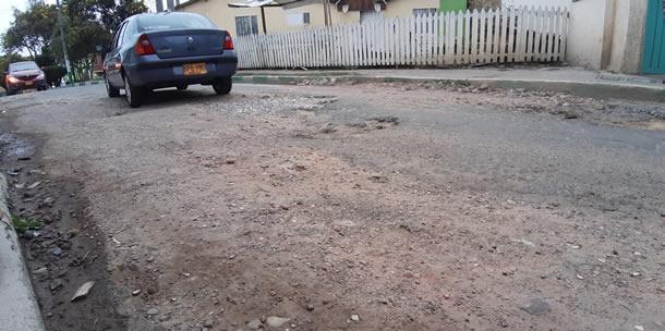 Administración Municipal inicia obras de recuperación en la vía a San Javier
