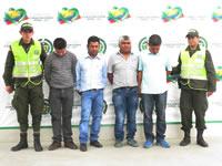 Policía captura en flagrancia a cuatro personas que robaban en la Autopista sur