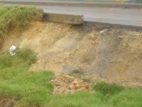 La bancada del Río Soacha se sigue cayendo a pedazos