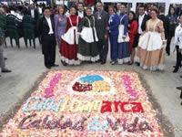 Con tapetes de flores se celebró el bicentenario en Sabana Occidente