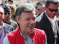 Presidente Santos entregó 34 mil textos de matemáticas y español en Soacha