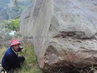 Gigantesca  roca amenaza  viviendas de El  Charquito