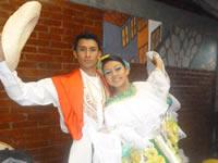 Danzas folclóricas se dieron cita en el teatro Sua
