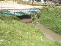 Sin alumbrado público y con amenazas de inundación viven los habitantes del barrio Rincón de Santafé