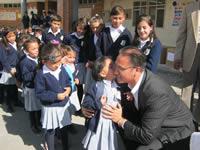 Banco de Bogotá entrega kits escolares a niños del municipio