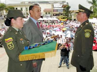 Departamento condecora al coronel Flavio Mesa