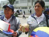 Nueva  entrega de dos mil  sudaderas a beneficiarios del programa para el adulto mayor