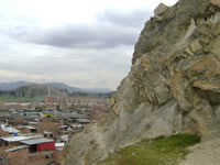 Gigantescas rocas y consumo de drogas amenazan tranquilidad  de habitantes en el Divino Niño