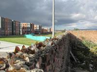 Comunidad de Villa Carola, 'embotellada' por un muro