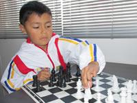 Niño prodigio del ajedrez en Soacha busca apoyo para su carrera