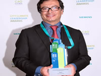 Alcalde Petro recibe reconocimiento en Londres