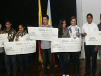 Cundinamarca entrega incentivos a jóvenes empresarios