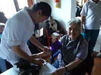 Jornada de salud en el «Hogar Día de los Abuelos»