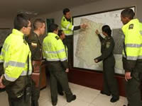 Petro pide educación superior para policías de Bogotá