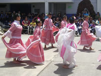 Los alumnos de El Porvenir demuestran sus habilidades en el baile