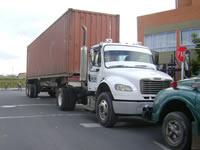 Caos en Ciudad Verde por cuenta de tractomulas y camiones parqueados en las calles