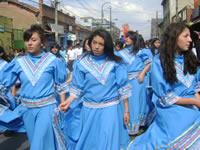 Con danza y canto, colegio Santa Ana conmemoró el Día de la raza