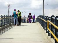 Falta de iluminación origina inseguridad en puente peatonal Terreros