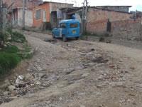La Esperanza  continúa  rodeada de vías  sin pavimentar y malos olores